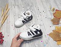 Детские демисезонные хайтопы 27 для мальчика ботинки белые черные светящиеся