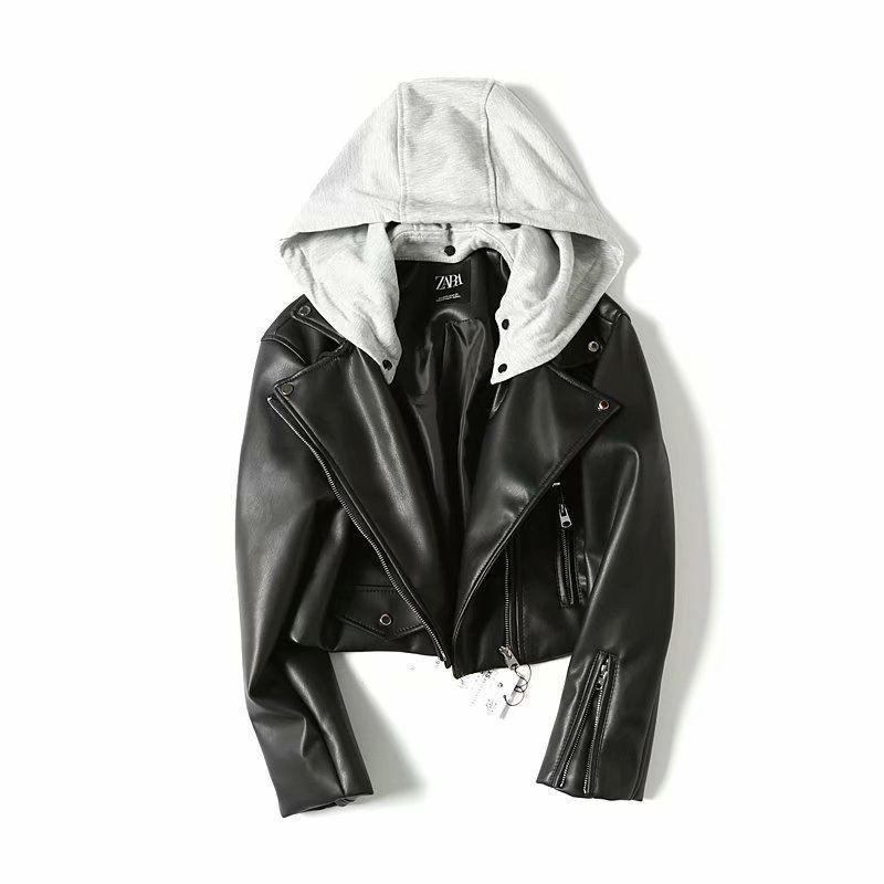 Женская черная кожаная куртка с серым трикотажным капюшоном 68kur334