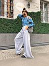Женский костюм двойка с широкими брюками клеш и джинсовой кофтой с разрезами на плечах 71kos1365, фото 6