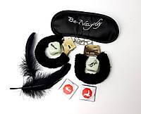 """Игра для взрослых """"Пошалим?"""" (черная): повязка на глаза, наручники, кубики с позами, перышки, шоколад"""