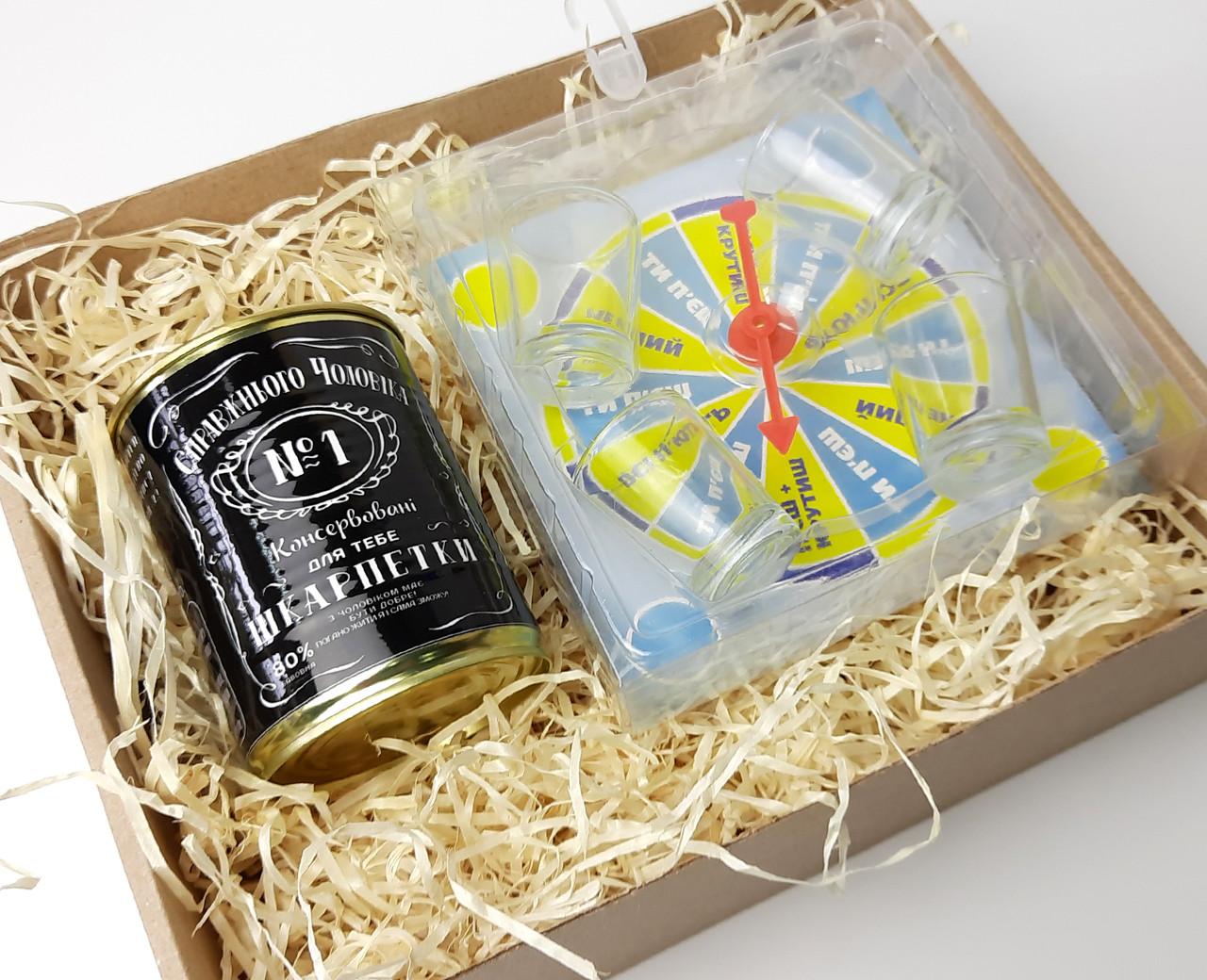 """Смешной подарок мужчине """"Рулетка счастья"""": прикольная игра  и консервированные носки для полного счастья"""
