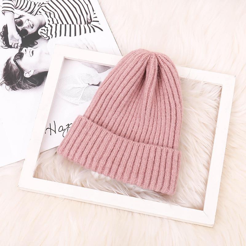 Красива в'язана шапка вязаная шапка