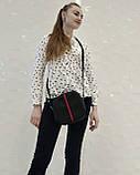 Стильная женская сумка с длинным ремешком через плечо черная с красно-синей вставкой, фото 7