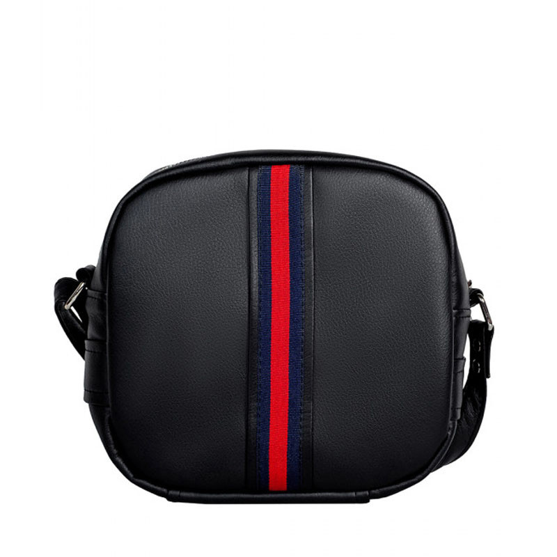 Стильная женская сумка с длинным ремешком через плечо черная с красно-синей вставкой