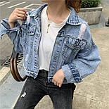 """Женская джинсовая куртка оверсайз укороченная с цифрой """"7"""" из жемчуга на спине 8301337, фото 4"""