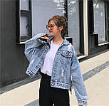 """Женская джинсовая куртка оверсайз укороченная с цифрой """"7"""" из жемчуга на спине 8301337, фото 3"""
