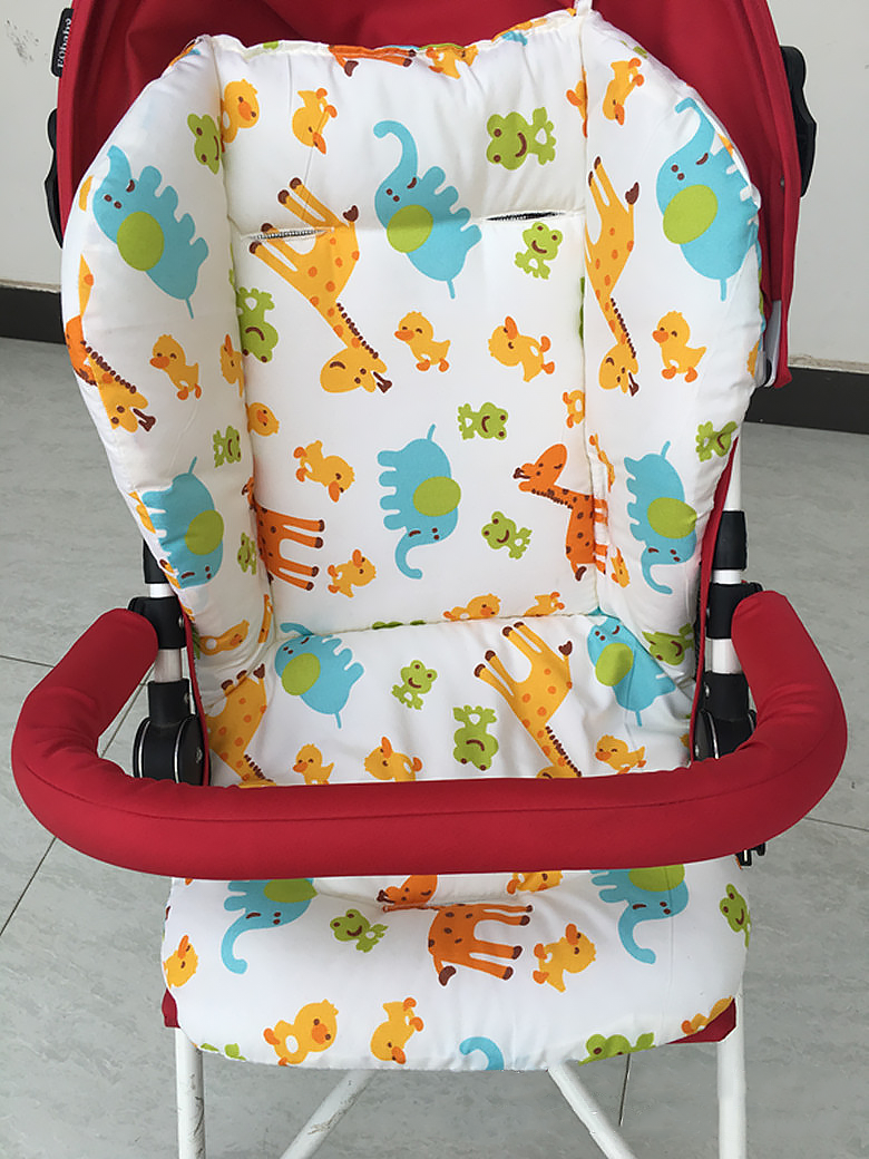 Вкладыш матрасик в коляску, в автокресло, в стульчик для кормления Зоопарк