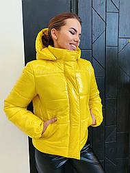 Жіноча демісезонна куртка з капюшоном лак