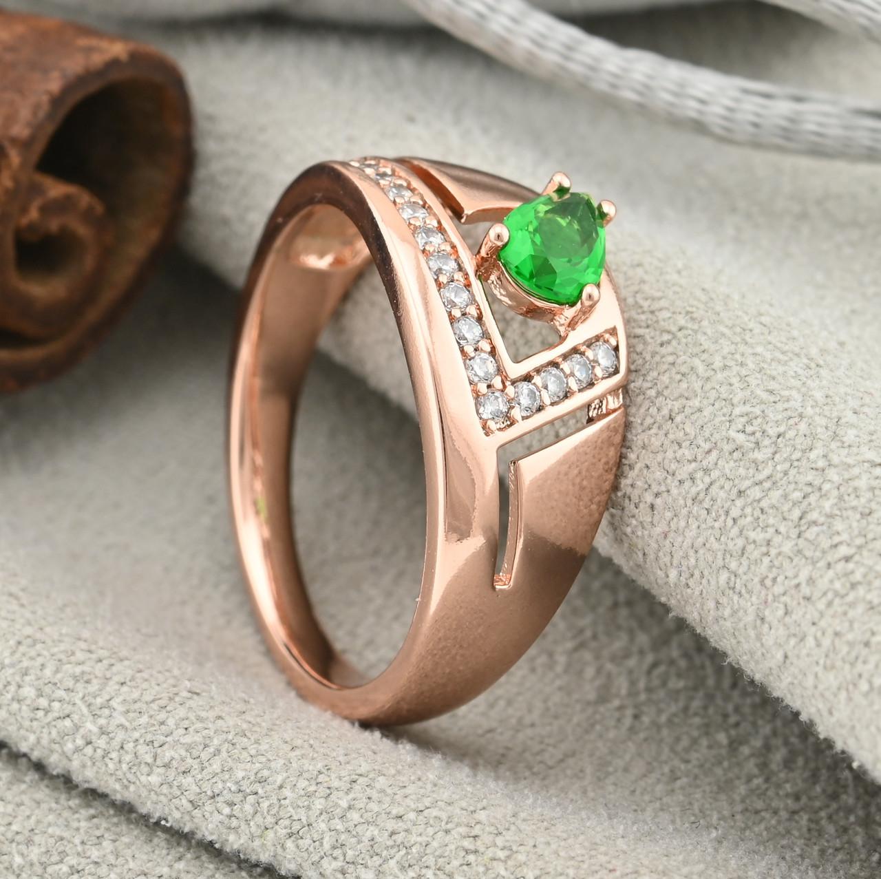 Кольцо Xuping 15114 размер 19 ширина 9 мм вес 2.6 г зеленые фианиты позолота РО