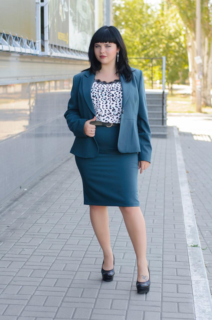 Женский деловой костюм из пиджака и юбки .