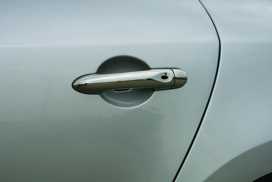 Renault Megane III Накладки на дверные ручки OmsaLine без чипа Рено Меган 3