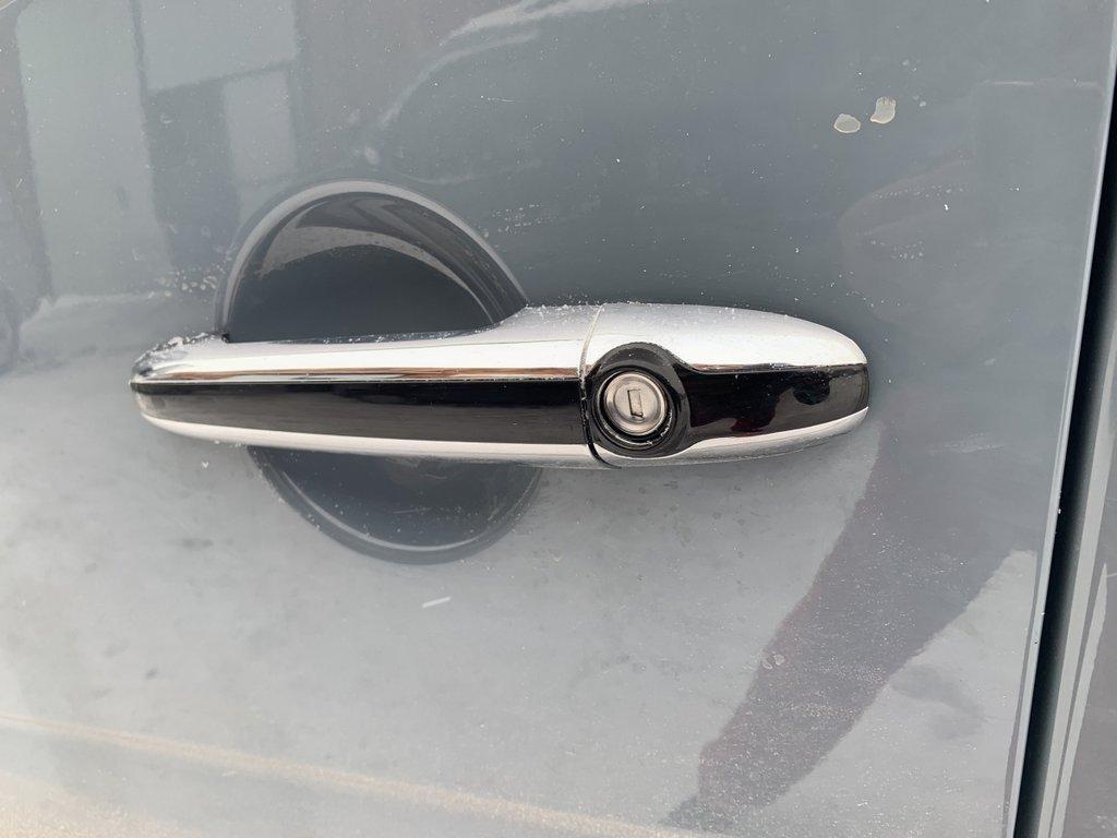 Mercedes Sprinter W906 Накладки на ручки с белой полоской АБС Мерседес Бенц Спринтер