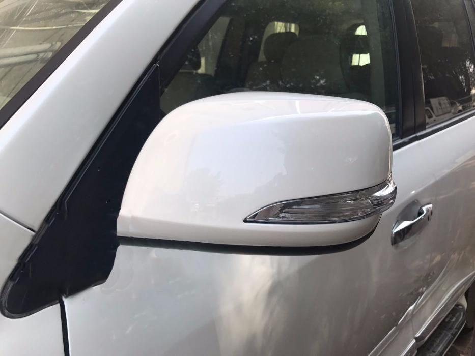 Toyota LandCruiser 200 Крышки зеркал (с повторителем) в белом цвете Тойота Ленд Крузер 200