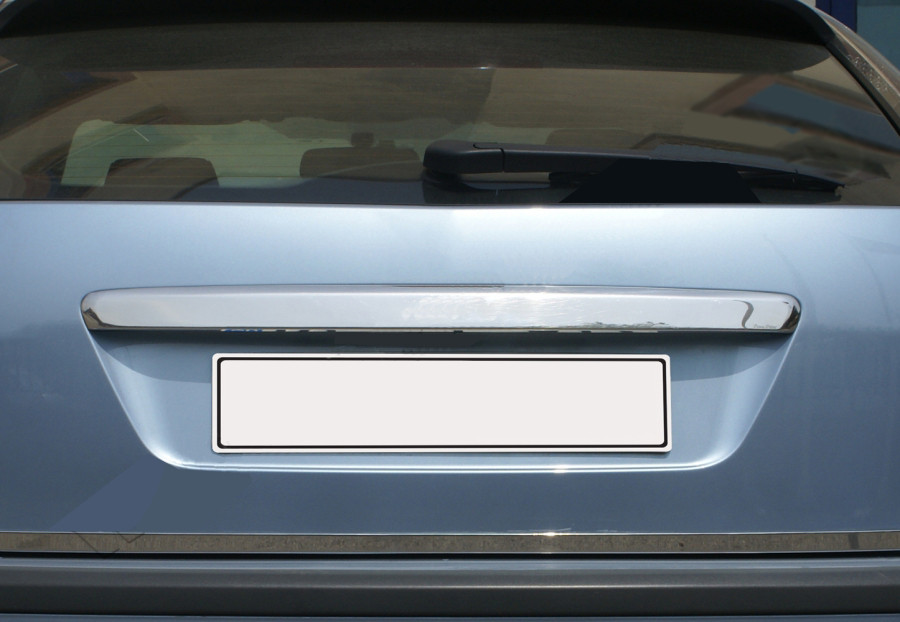 Ford Focus 2005-2008 Накладка над номером HB Carmos Форд Фокус