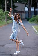 Летнее женское платье на бретельках из штапеля с рюшей голубого цвета