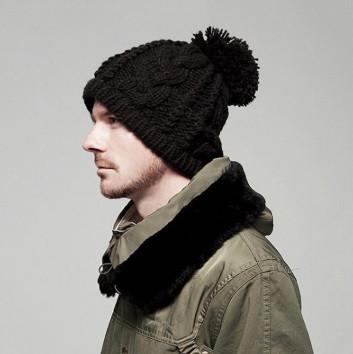 Крута шапка с помпоном модная вязаная