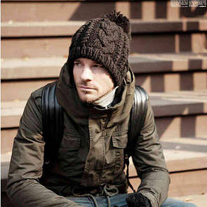 Крута шапка з помпоном модна в'язана