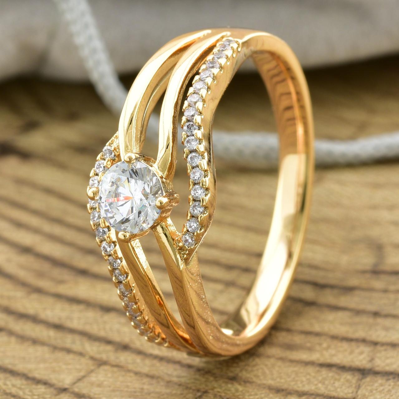 Кольцо Xuping 13941 размер 19 ширина 8 мм вес 3.3 г белые фианиты позолота 18К