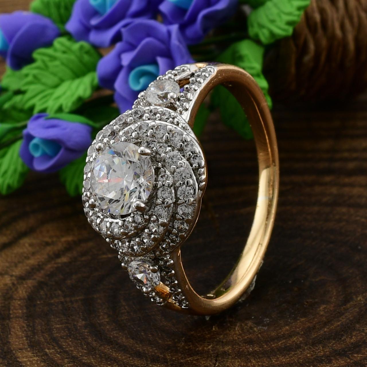 Кольцо Xuping с родированием 14314 размер 19 ширина 11 мм вес 3.5 г белые фианиты позолота 18К