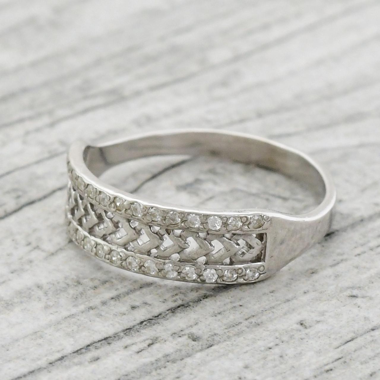 Серебряное кольцо Возрождение вставка белые фианиты вес 1.7 г размер 16