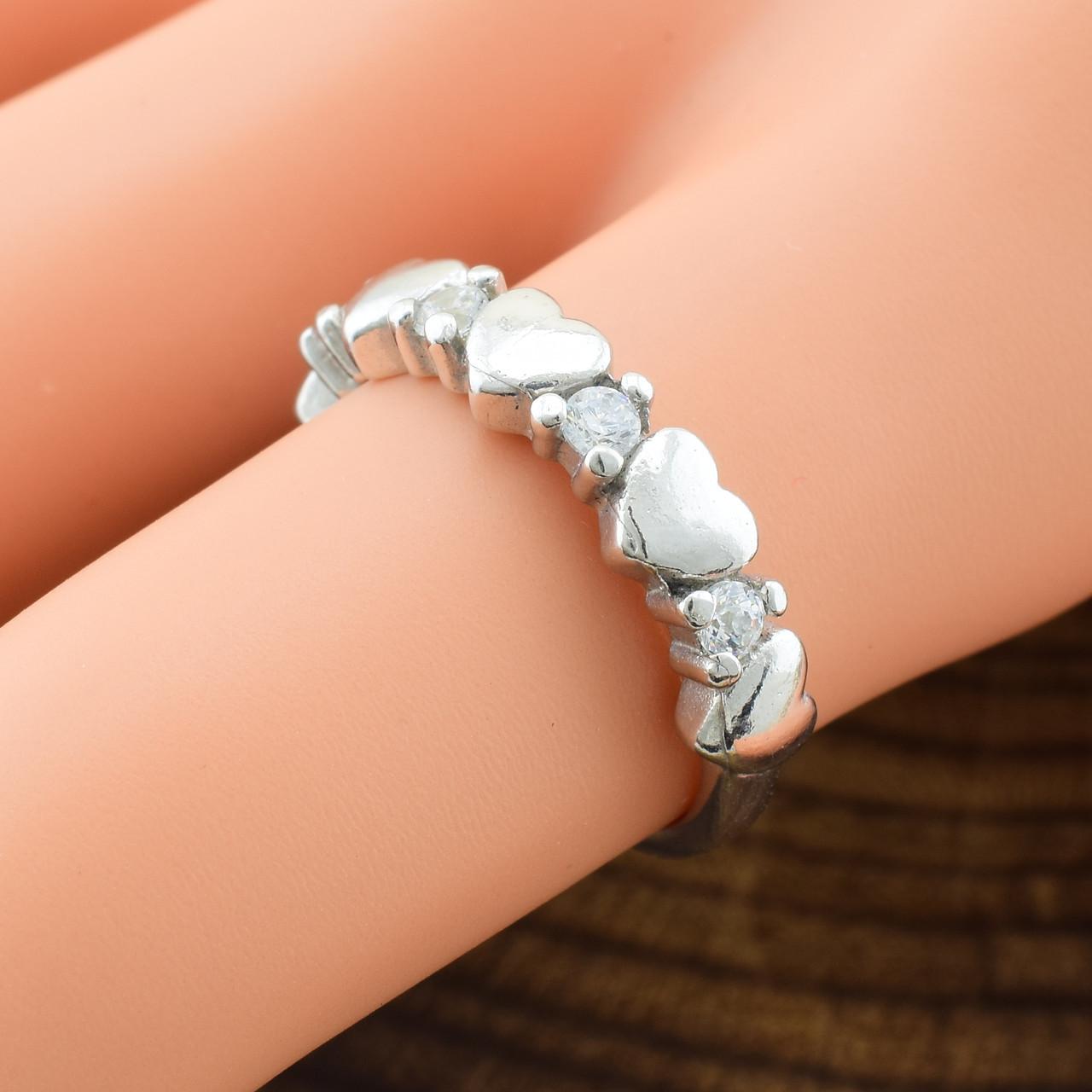 Серебряное кольцо Виолетта вставка белые фианиты вес 2.2 г размер 15.5