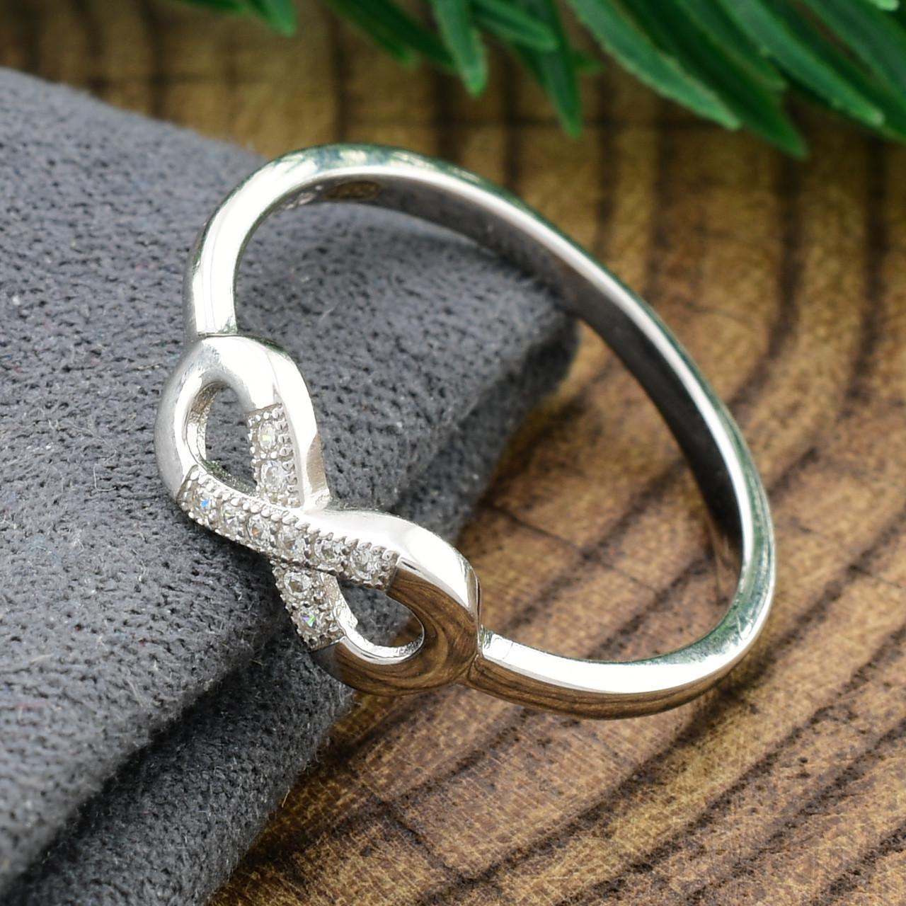 Серебряное кольцо Бесконечность вставка белые фианиты вес 1.4 г размер 17.5