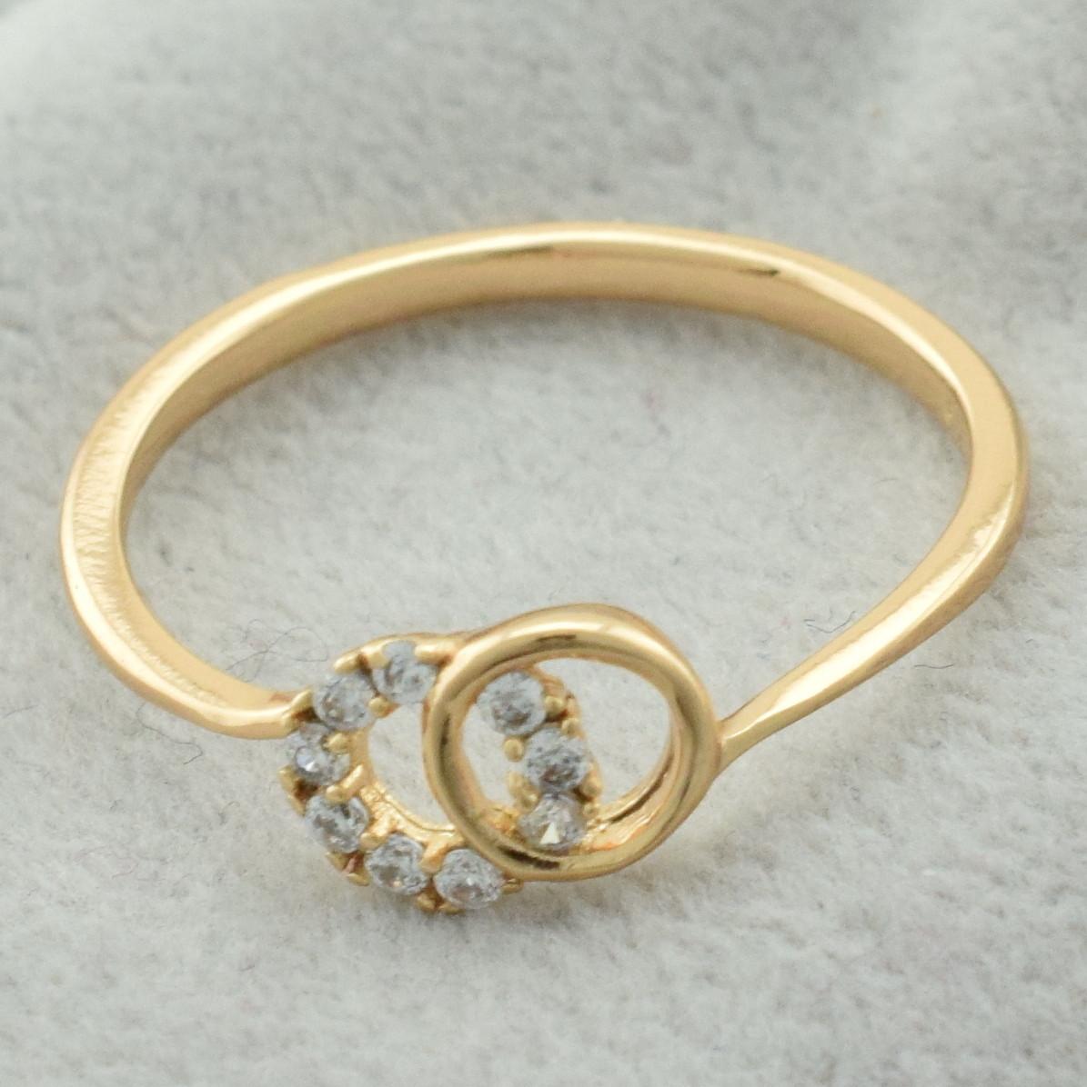 Кольцо Xuping 11458 размер 18 ширина 6 мм вес 1.3 г белые фианиты позолота 18К