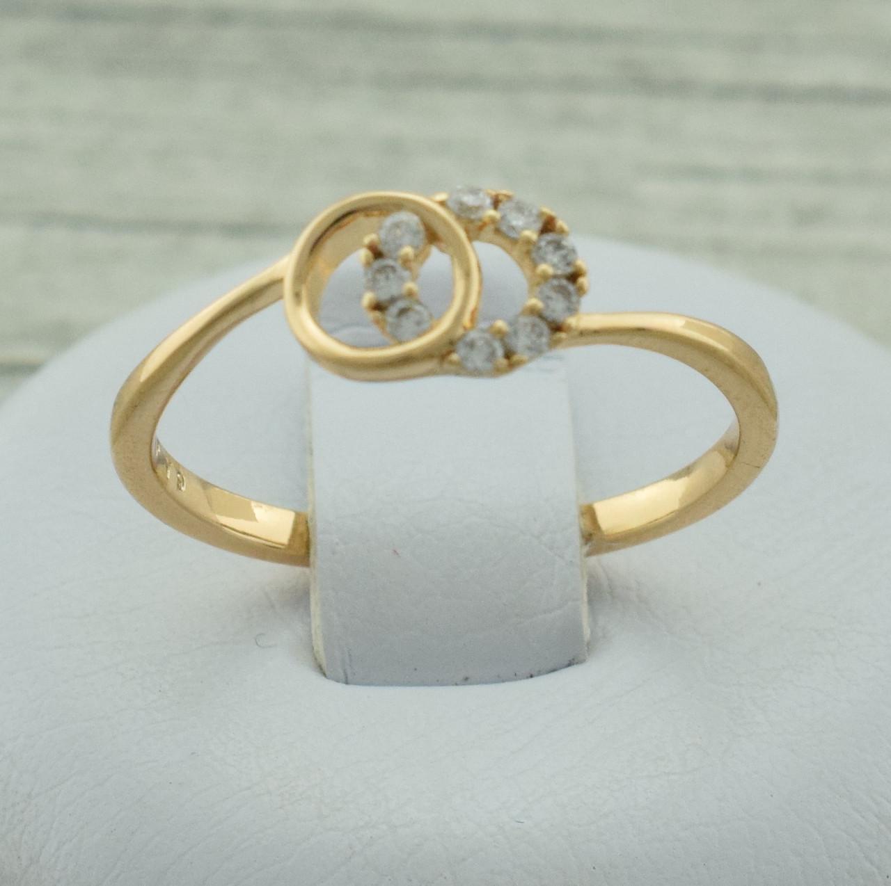 Кольцо Xuping 11458 размер 19 ширина 6 мм вес 1.3 г белые фианиты позолота 18К