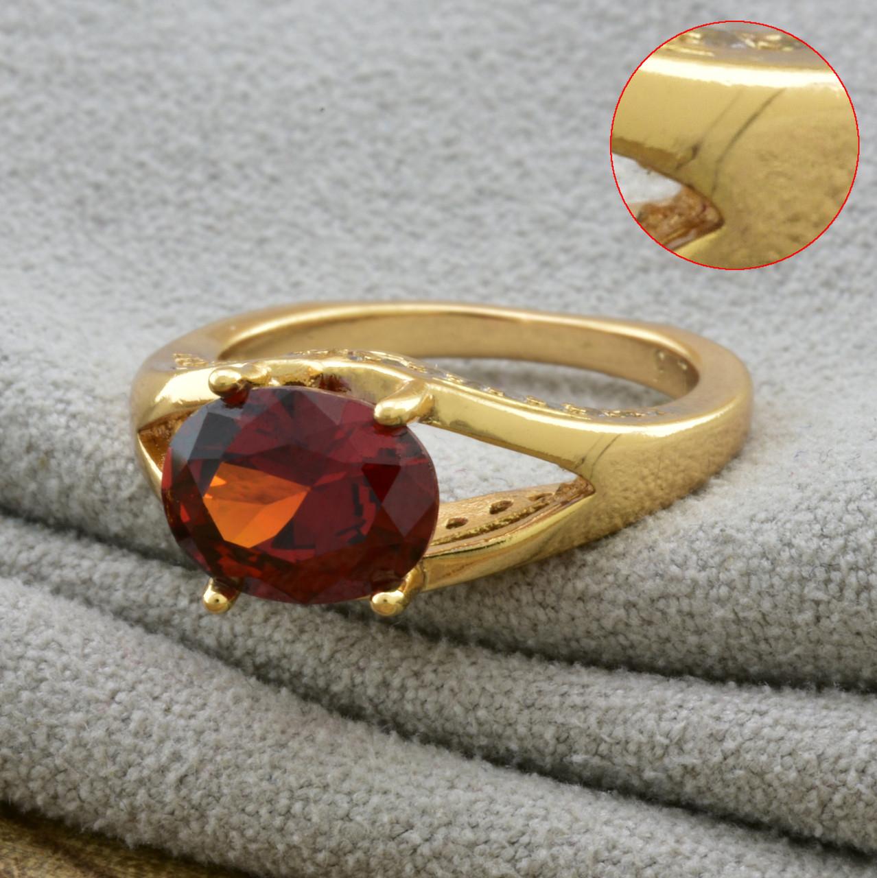 Кольцо 13705расп мелкие царапины  размер 15  ширина 7 мм  красные фианиты  вес 3.7 г позолота 18К