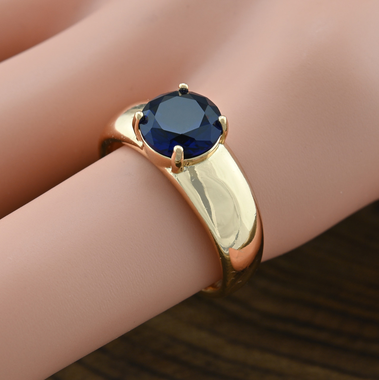 Кольцо Xuping 14289 размер 19 ширина 7 мм вес 4.6 г синие фианиты позолота 18К