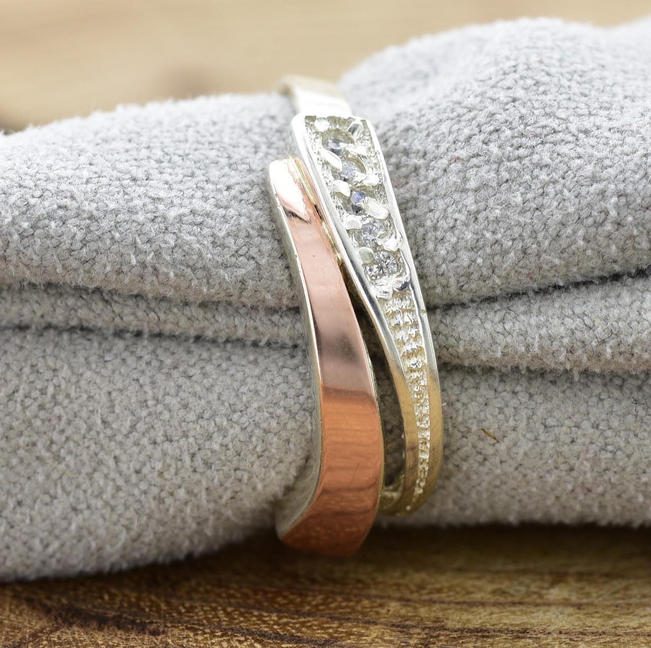 Серебряное кольцо с золотом Кипарис вставка белые фианиты вес 1.9 г размер 17.5