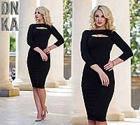 Женское черное платье с разрезом на груди
