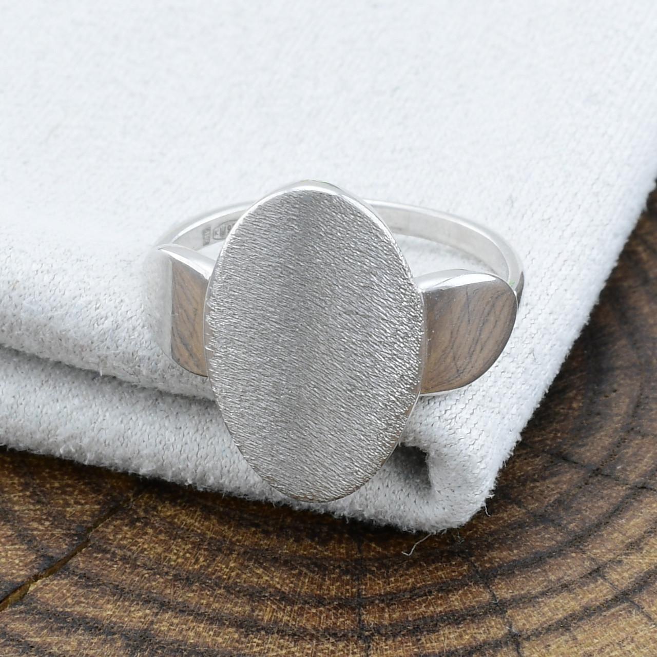 Серебряное кольцо вес 2.26 г размер 16.5
