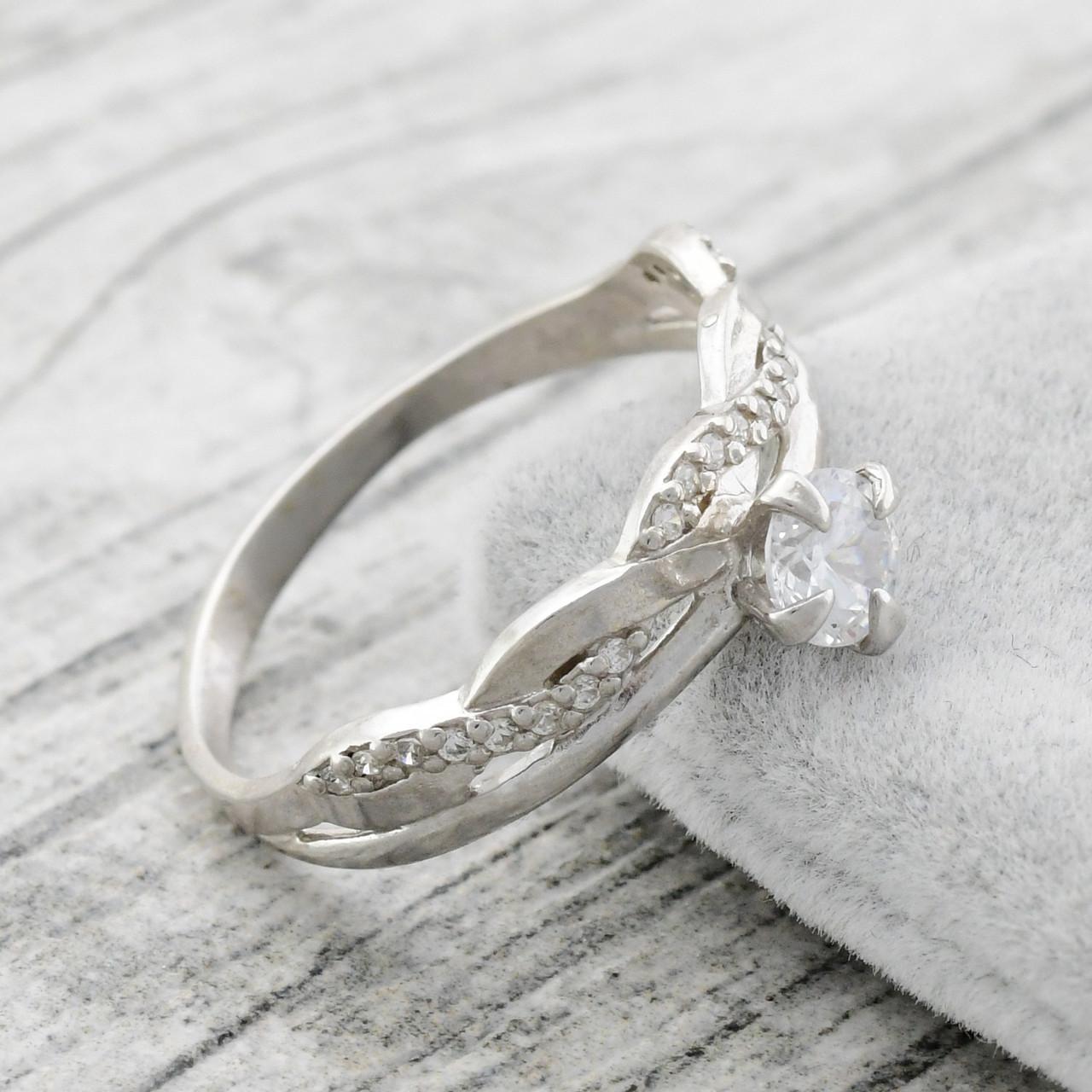 Серебряное кольцо Сабрина вставка белыефианиты вес 2.4 г размер 17.5