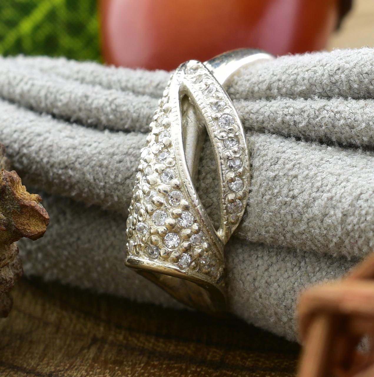 Серебряное кольцо Алина вставка белые фианиты вес 2.1 г размер 18