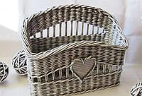 Плетінь кошик з газетного паперу, як сувенір