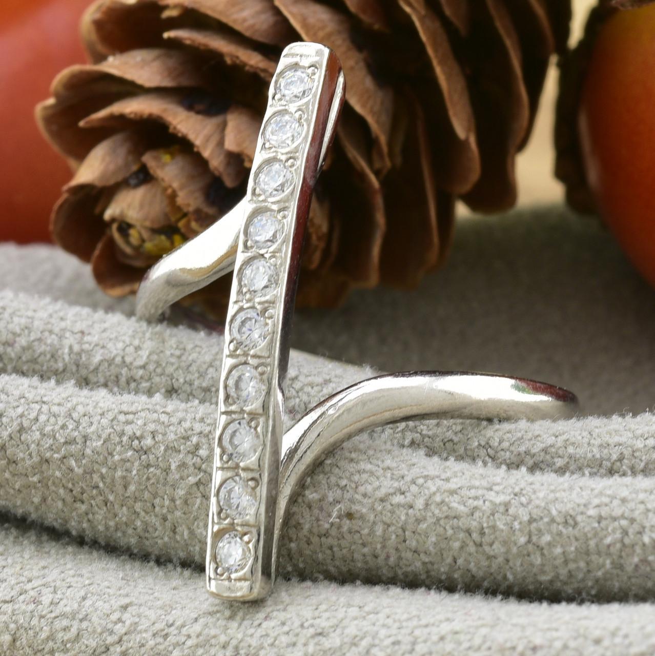 Серебряное кольцо Верона вставка белые фианиты вес 2.15 г размер 17