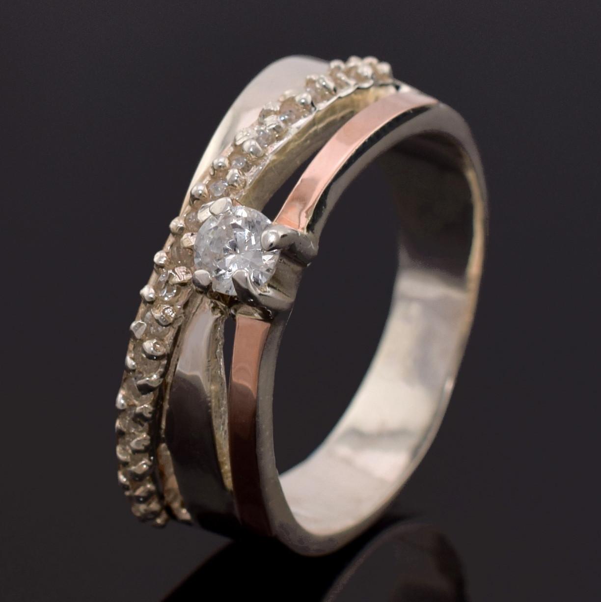 Серебряное кольцо Лейла вставка белые фианиты вес 5.63 г размер 18