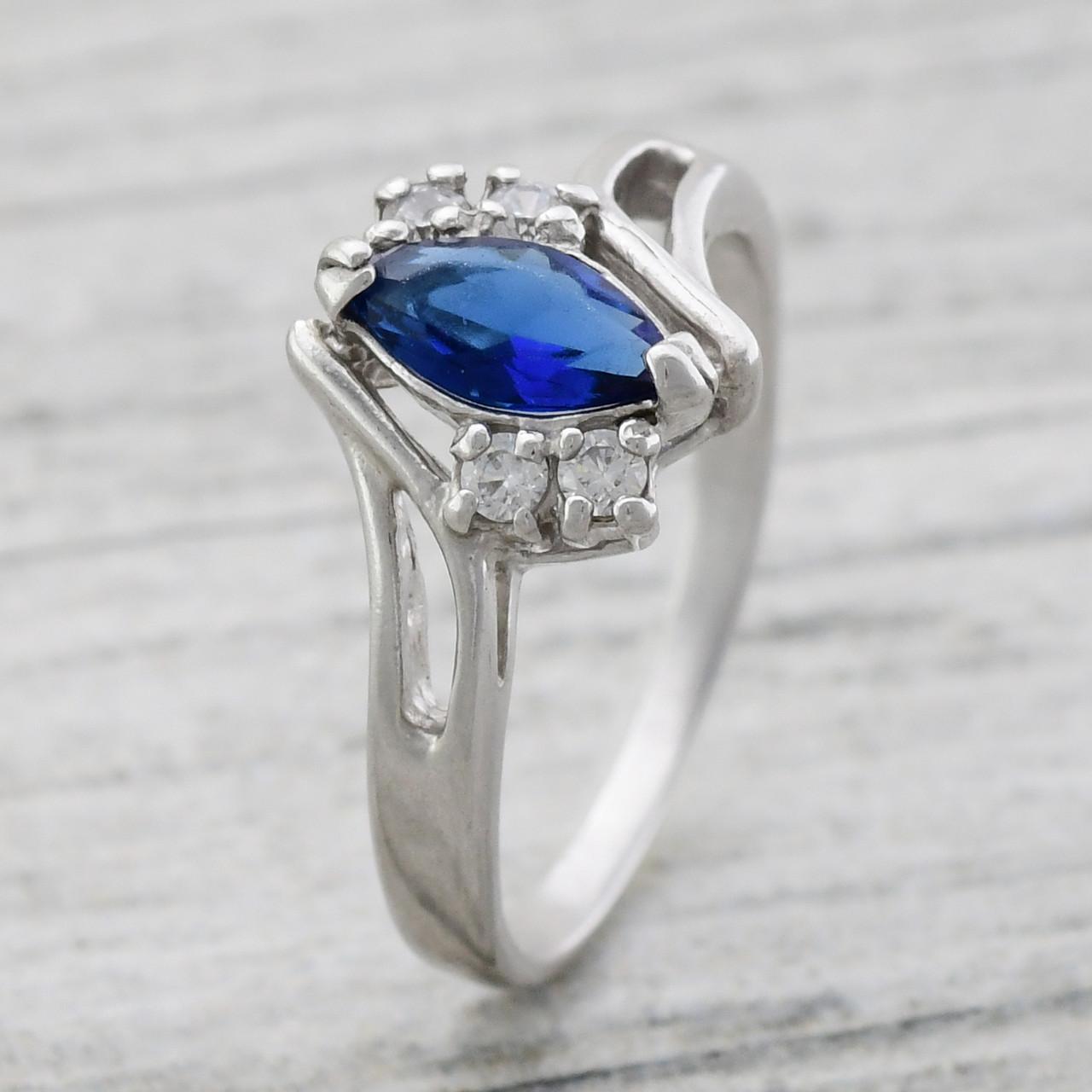Серебряное кольцо Алтея вставка синий фианиты вес 2.78 г размер 18.5