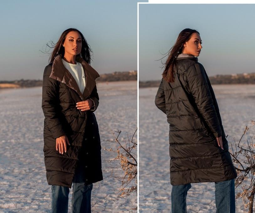 Длинная демисезонная стеганая куртка женская на кнопках, цвет чёрный-капучино, больших размеров  от 50 до 60