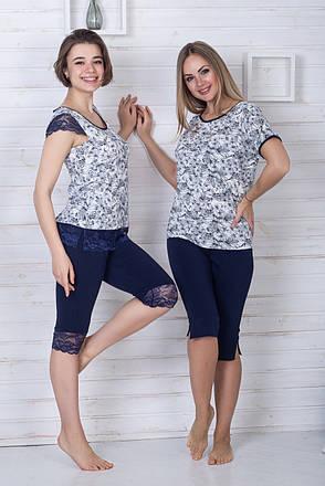 Пижама капри + футболка П1106 Синий + лилии, фото 2