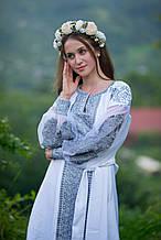 Срібне вишите плаття, акуратність роботи і вишуканий узір