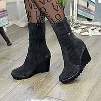 Ботинки замшевые женские на высокой платформе. Цвет черный