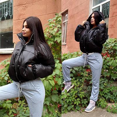 Женская черная дутая короткая курточка с капюшоном