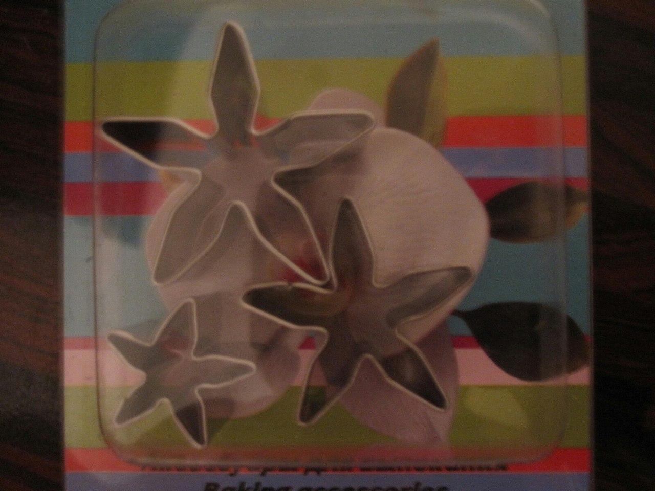 Набор вырубок сделан из сверхпрочного пищевого металла. Цветок