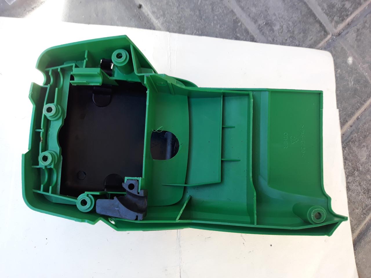 Крышка верхняя в сборе до бензопилы Grunhelm GS4000,4500
