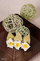 Заколка для волос бело-желтые цветы из фоамирана
