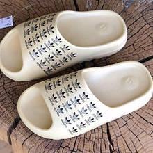 Шлепки летние женские  Adidas Yeezy Slide бежевые с логотипом (top replic)