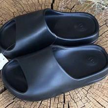 Шлепки летние женские  Adidas Yeezy Slide Black черные (top replic)