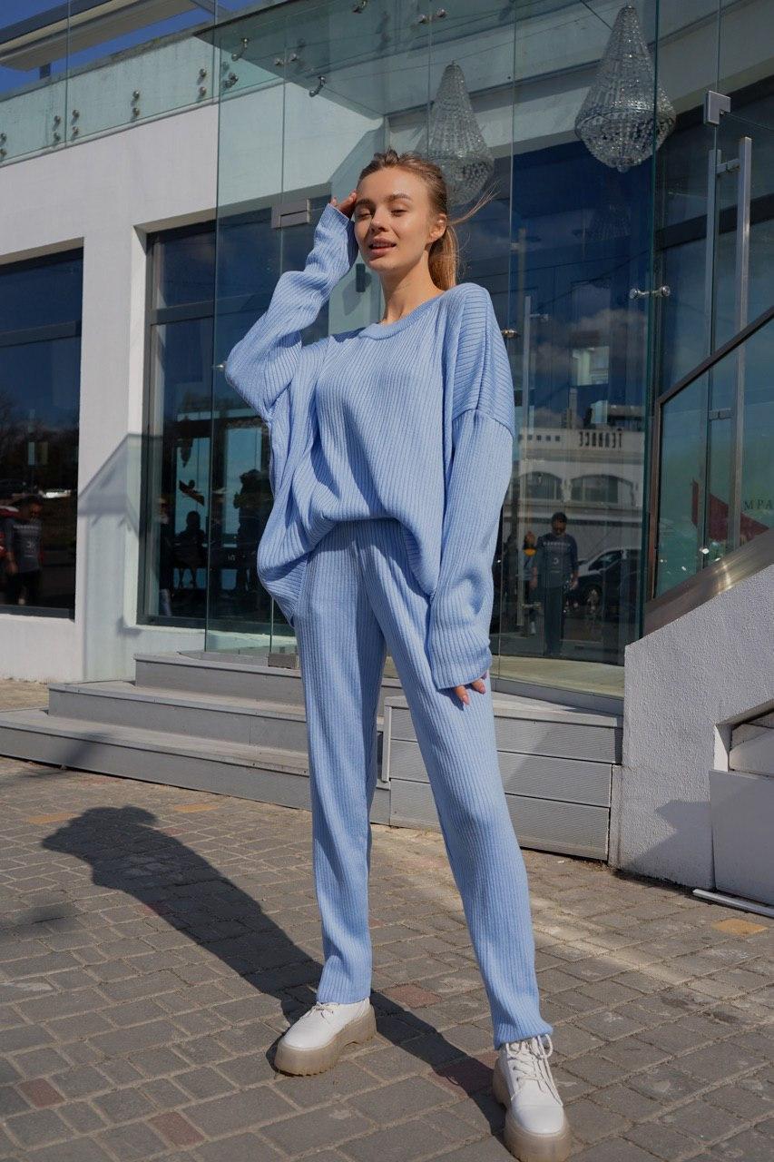 Блакитний в'язаний костюм